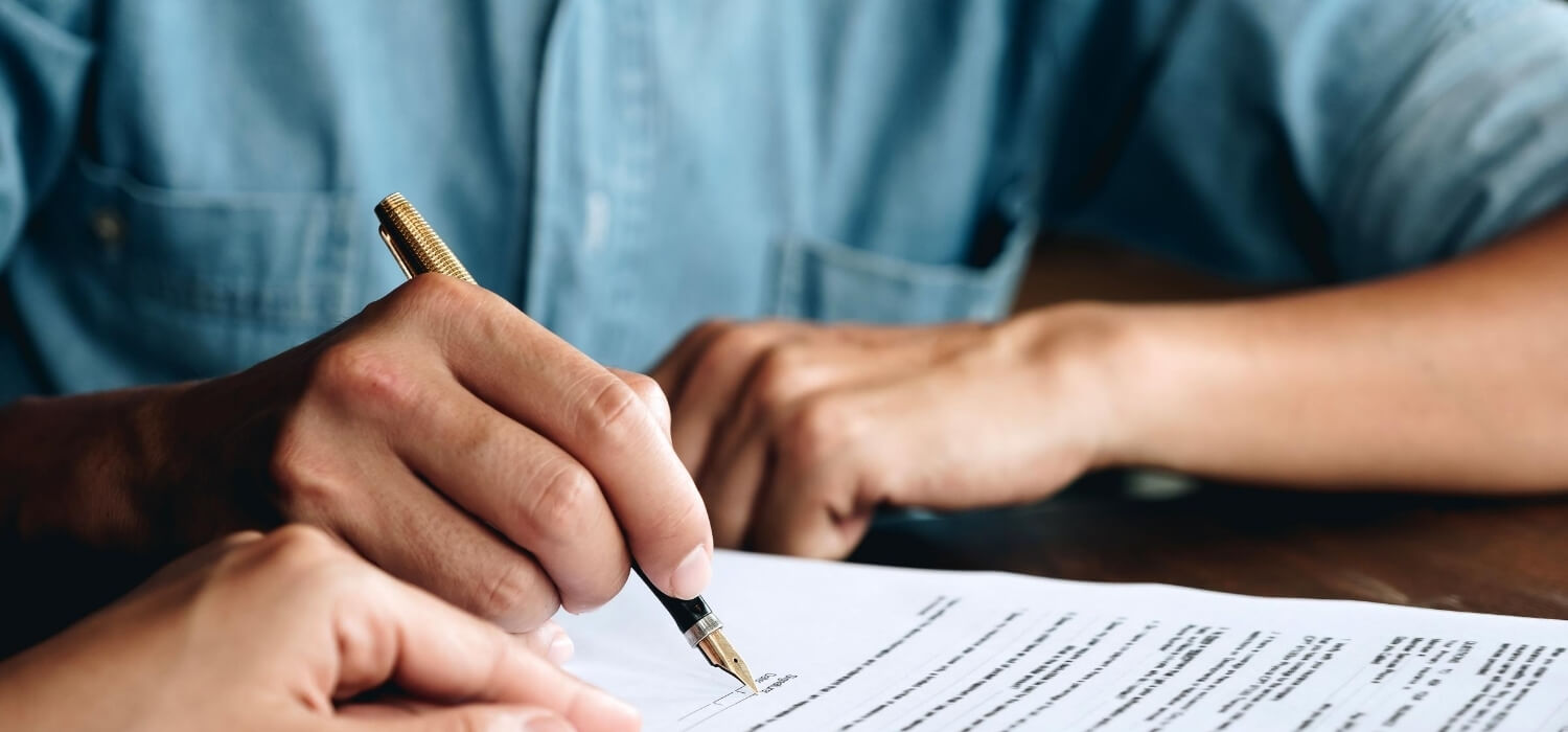 customer signing contract