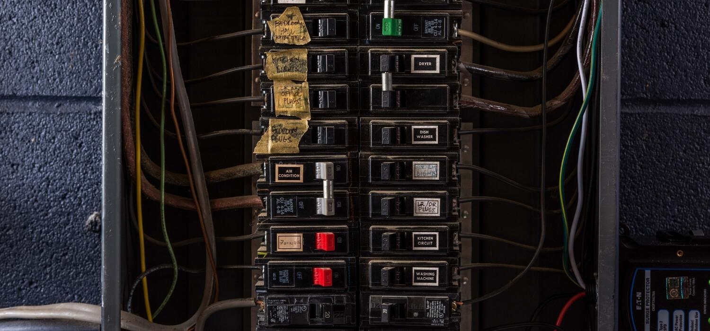 Loose Wiring at Breaker Panel Causing Flickering Lights